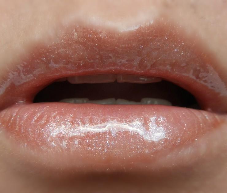 lip-gloss-aromatizado-victorias-secret-haute-cocoa-2