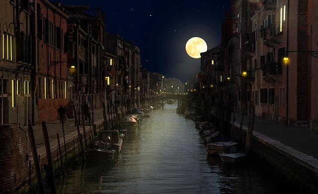 【満月のおまじない】月見酒で満月パワーを飲み込み運気アップ!