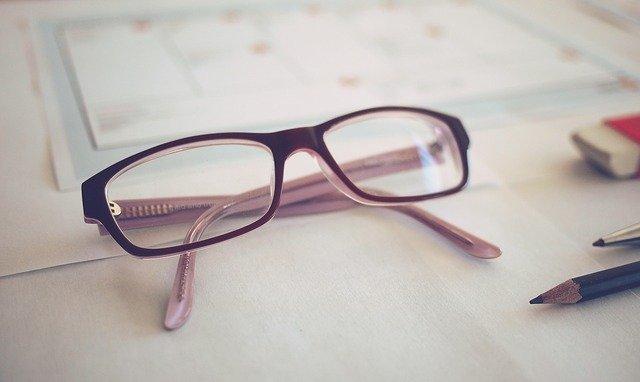 【風水】メガネの風水的開運効果!色や形で運気はどうかわる?ラッキーモチーフとしても効果あり!