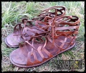 Sandales grecques foncées