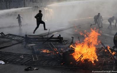 ¿Cuál es el costo de la crisis en Chile que ya cumplió un mes?