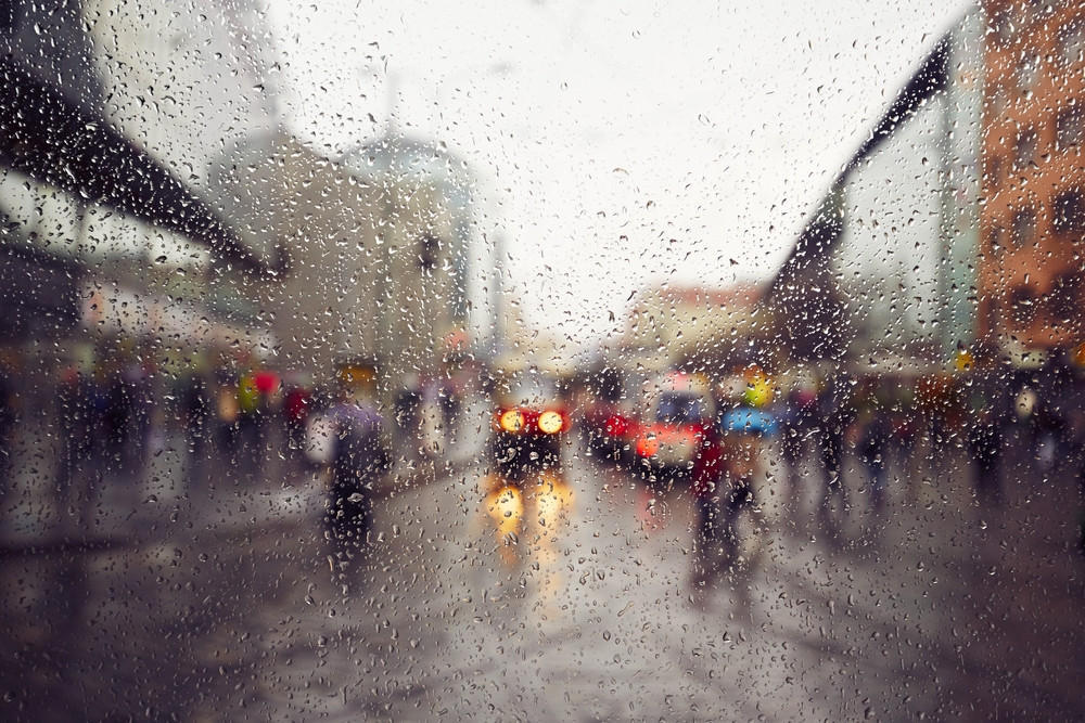 9 Tips on How to Become An Expert While Driving in Rain