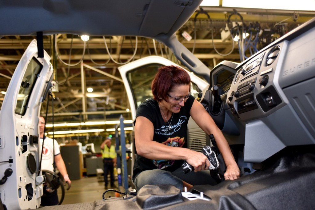 Ford Secures 1,000-Plus U.S. Jobs, Starts Production of All-New Ford F-650/F-750 Medium-Duty Trucks in Ohio