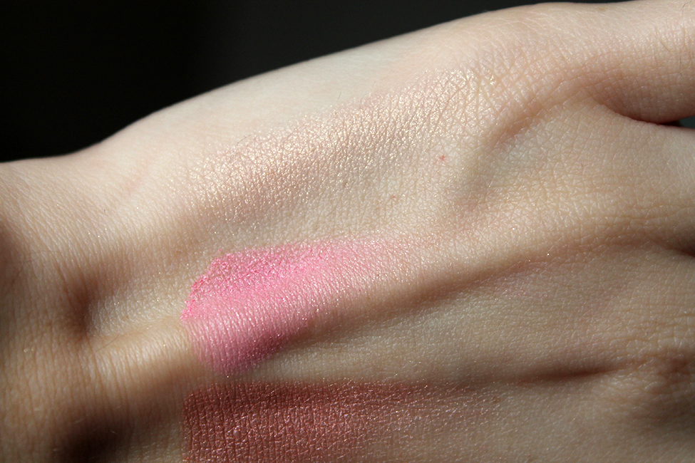 Revue et maquillage coloré everything nice too faced swatch