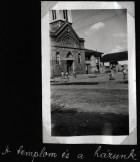 Uma igreja e uma casa
