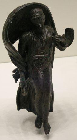800px-Arte_romana,_statuetta_di_nyx_o_selene,_I_secolo_ac