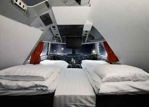 Hostel dentro de um avião na Suécia! Vem conferir.