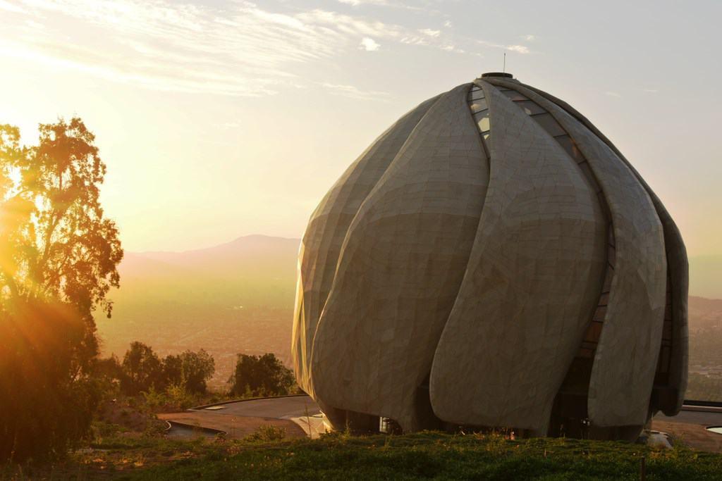 Com design futurista, conheça o Templo Bahá'í em Santiago no Chile
