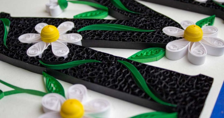 Quilled Daisy Monogram | Letter M
