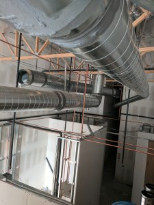 Metal ducting installation for commercial buildings