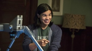 """The Flash -- """"The Nuclear Man"""" -- Image FLA113B_0354b -- Pictured Carlos Valdes as Cisco Ramon -- Photo: Cate Cameron/The CW -- © 2015 The CW Network, LLC. All rights reserved."""