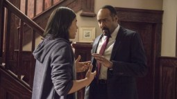 """The Flash -- """"The Nuclear Man"""" -- Image FLA113B_0235b -- Pictured (L-R): Carlos Valdes as Cisco Ramon and Jesse L. Martin as Detective Joe West -- Photo: Cate Cameron/The CW -- © 2015 The CW Network, LLC. All rights reserved."""