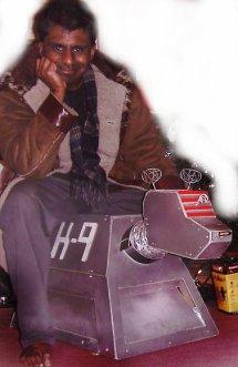 Mani seated on K9