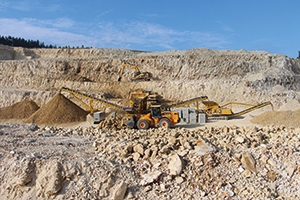 As both perlite and zeolite are quite soft materials – they both require no blasting, and the extraction, crushing, and screening processes are very similar – they can be treated with common mobile gear and plant.