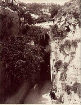 La galleria di Piedigrotta a inizio '900 (foto Giorgio Sommer)