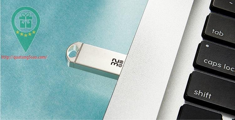 USB qua tang USB gia re Mau 03 04