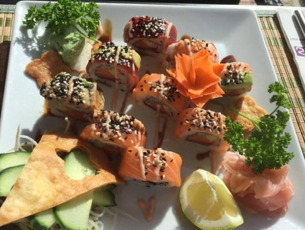 Presentación de plato de sushi