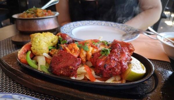 Tandoori de pollo, vegetales y gambas