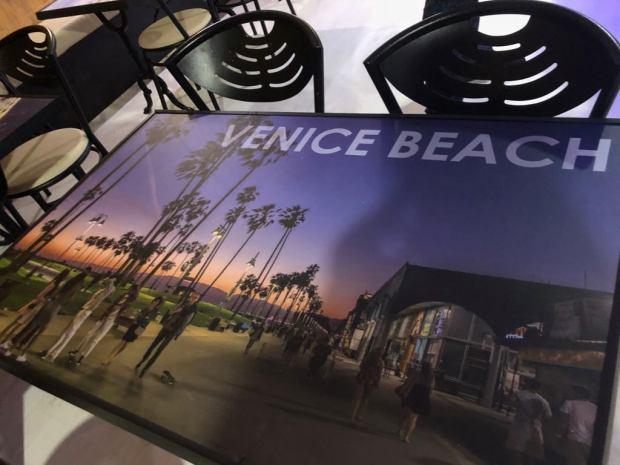 Mesa tematica Amerikana grill Venice Beach