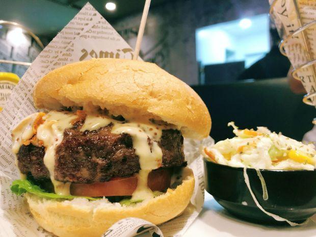 hamburguesa black angus terraza geiser