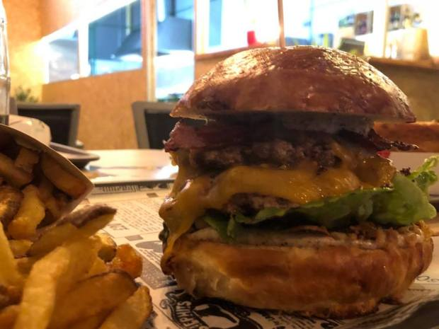 HAMBURGUESA LA BRASA fast food marpequeña las mejores hamburguesas de Gran Canaria