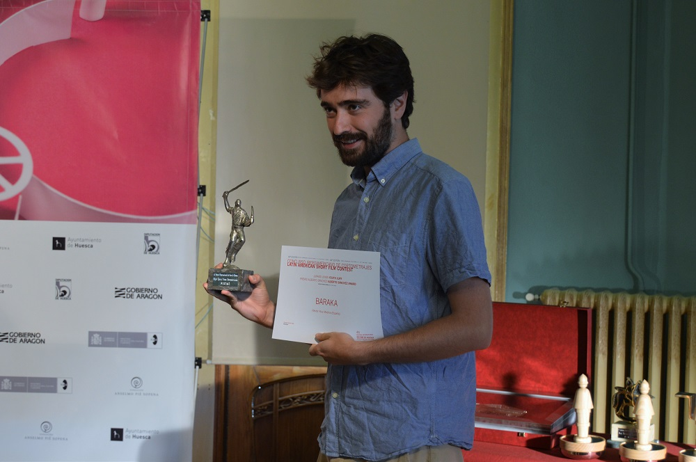 "Néstor Ruiz recoge el premio Alberto Sánchez por la mejor ópera prima iberoamericana por su cortometraje ""Baraka""."