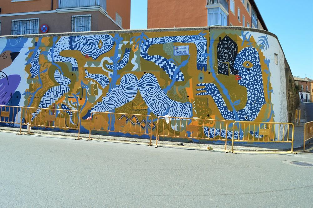 Vista parcial del mural durante el proceso de pintado.