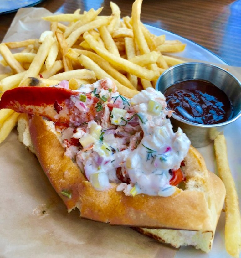 pappys-seafood-lobster-roll