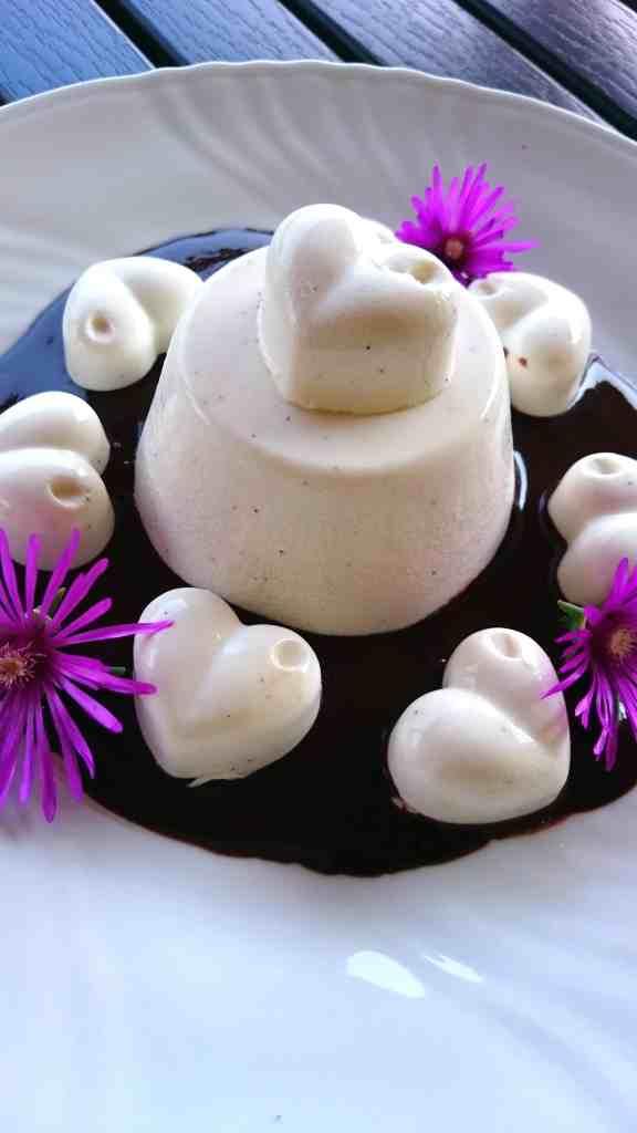 sugar free agar panna cotta with hazelnut chocolate sauce