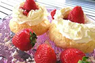 easy sugar free strawberry pavlova