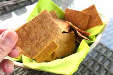 Easiest Crunchy Low CarbFathead Crackers
