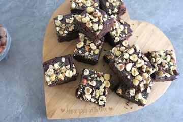 Keto Hemp Brownies with Nut.ella & Hazelnut Crumbs