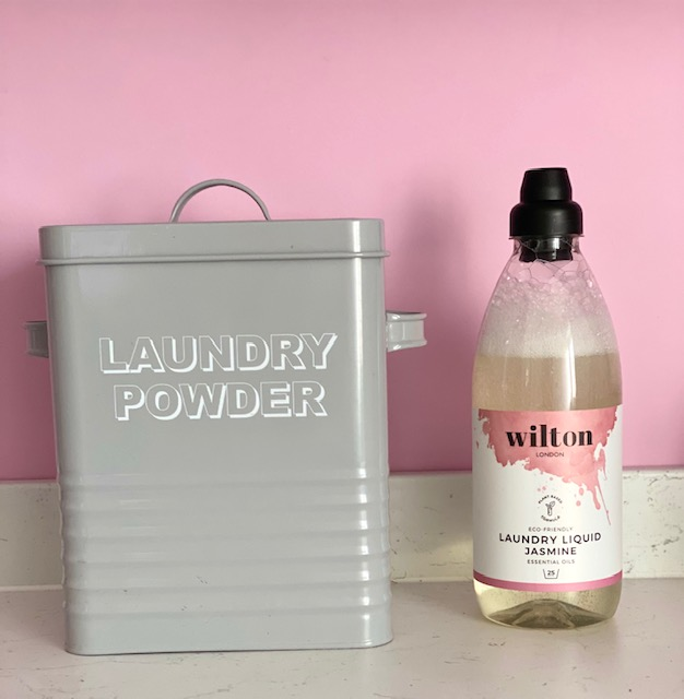 Laundry powder v liquid