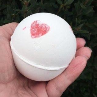 Lush Lover Lamp Bath Bomb Review
