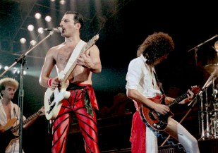 Photo of John DEACON and Freddie MERCURY and Brian MAY and QUEEN