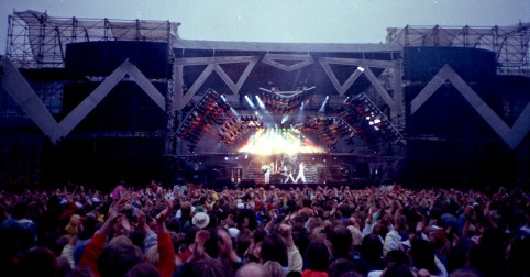 queen-live-at-rc3a5sunda-stadion-1986
