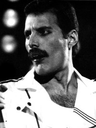 freddie-mercury-in-early-80s-on-stage