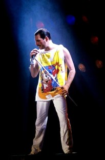Magic Tour - Freddie Mercury (1)