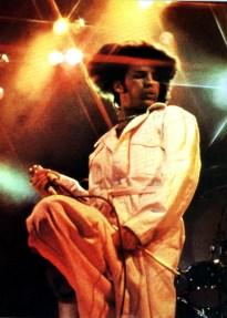 Freddie live in 1977