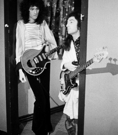 Queen Live at the Rainbow 1974 Backstage (5)