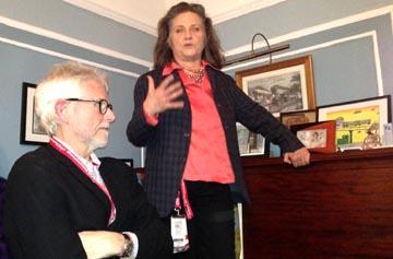 Katha and Don Cato, fundadores de este festival durante una reunión con directores  productores. Foto Javier Castaño