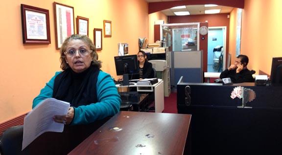 María Cristina Arismendi y su esposo Pedro Cruz, propietarios de la empresa de finca raíz Sell Right en donde Adriana Olivar-Muñoz rentaba un escritorio para vender boletos en avión que no despegan. Foto Javier Castaño