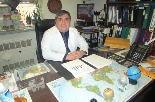 El doctor George Alonzo del Hospital Elmhurst.
