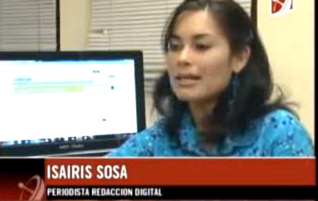 La periodista Sosa en la sala de redacción de Juventud Rebelde.