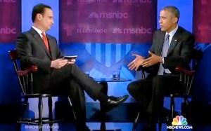 El periodista Díaz Balart, de Telemundo, y el presidente Obama, en Miami durante la charla sobre inmigración.