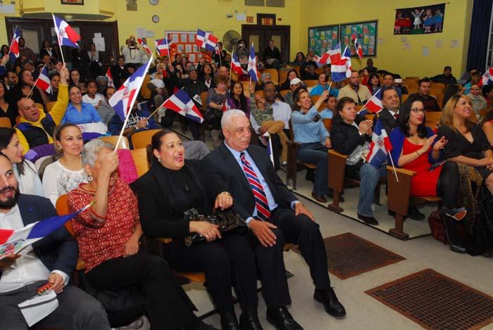 El público asistente a la escuela pública 19 de Corona, Queens. Foto Humberto Arellano