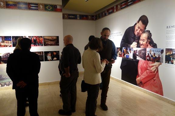 La sala de exhibición en el Consulado de Venezuela en Nueva York, donde se honra al Presidente Hubo Chávez. Fotos Javier Castaño