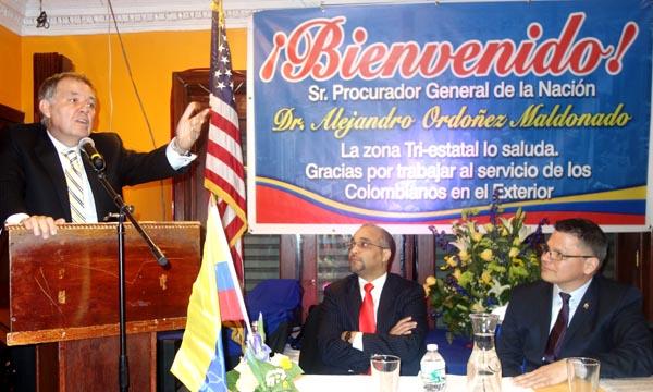 Desde la izquierda, el Procurador Ordóñez, el senador demócrata José Peralta y Zoilo Nieto.