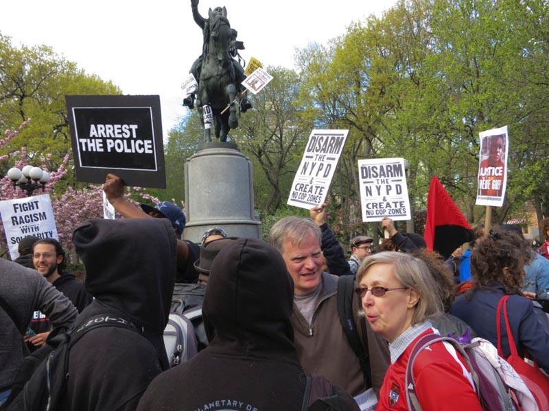 Las protestas fueron en parte en contra de la policía de esta nación. Fotos Oscar Frasser