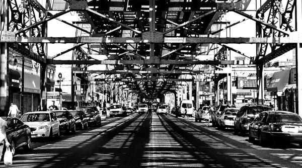 La Avenida Roosevelt in black and white.